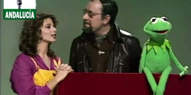 El día en que Martínez Blanco y la rana Gustavo visitaron a Victoria Abril.