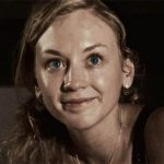Emily Kinney: Beth Green en THE WALKING DEAD, Brie en FLASH y ARROW. Tess en CONVICTION, Casey en DIEZ DÍAS EN EL VALLE
